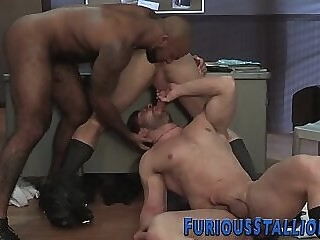 Muscled hunk mouth jizzed by shlong gay