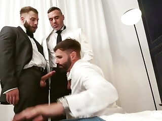 MENatPLAY - Threeway Celebration bareback daddy group sex